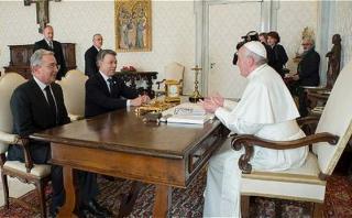 La pelea entre Santos y Uribe que ni el Papa logró terminar