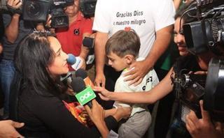 Chapecoense: El emotivo reencuentro entre la azafata y su hijo