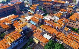 China: La increíble villa que se tiñe de naranja