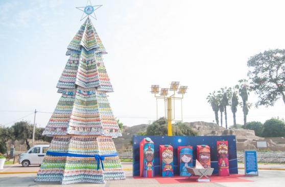 El árbol de Navidad hecho con más de 5 mil envases reciclados