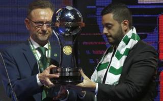 Presidente del Chapecoense recibió trofeo de Copa Sudamericana