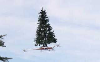 YouTube: ponen a volar un árbol de Navidad en un dron [VIDEO]