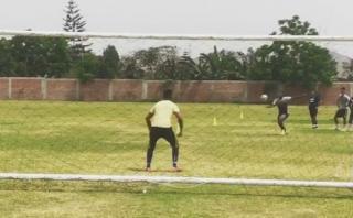 Farfán se luce con genial control y golazo en entrenamiento