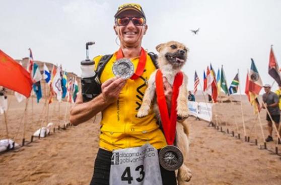 Atleta y perro que lo siguió 125 km ya están en casa