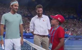 Roger Federer: niña se emocionó al tener tan cerca al suizo
