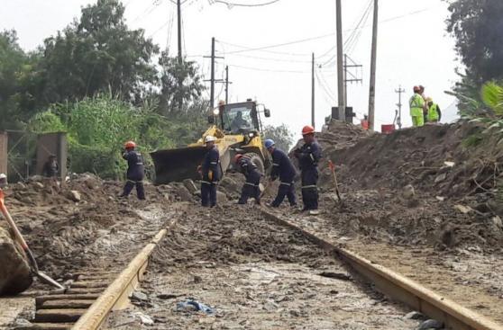 Huaicos: los trabajos para limpiar vías y casas afectadas