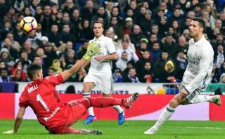Cristiano Ronaldo anotó el segundo del Madrid picando el balón