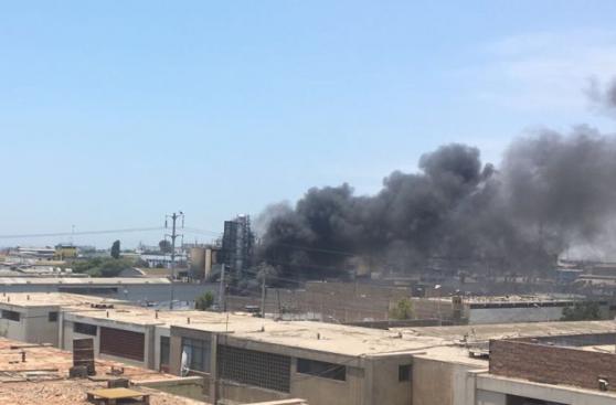 Cercado de Lima: incendio afecta almacén en la Av. Venezuela