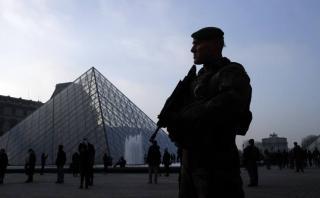 Ataque en Museo de Louvre: Terrorista llegó a París hace 8 días
