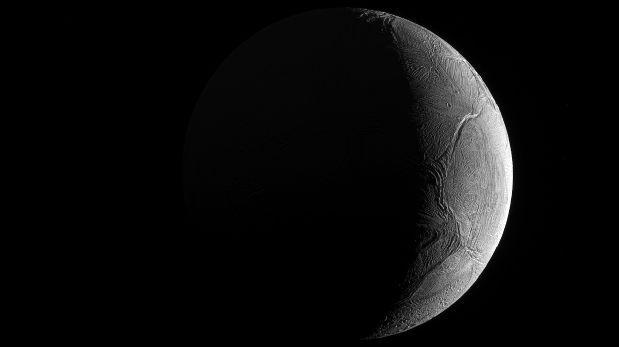 Encélado, la luna que podría tener condiciones para la vida