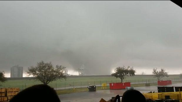 YouTube: tornado destruye una fábrica de cohetes de la NASA