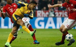 Arsenal: Alexis Sánchez erró penal pero anotó tras dos intentos