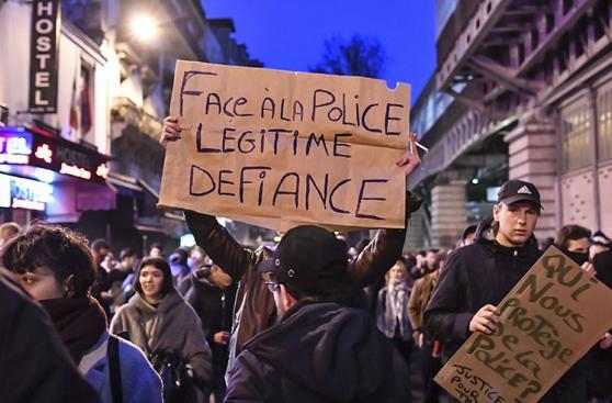 Francia: París se levanta contra la brutalidad policial