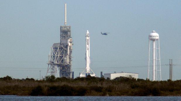 SpaceX pospone lanzamiento ante problema en motor de cohete