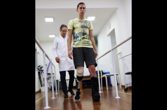 Portero del Chapecoense ya camina sin muletas tras amputación