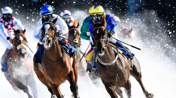 Conoce la carrera en la que los caballos corren sobre hielo