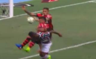 Paolo Guerrero ocasionó penal para Fluminense por meter la mano