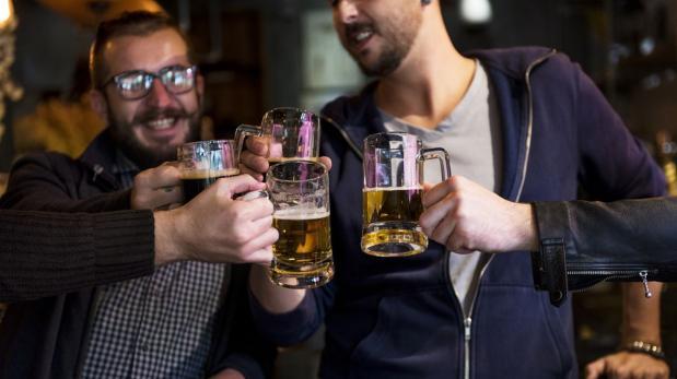 Compañía busca 3 trabajadores para viajar y beber cerveza