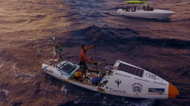 Viajero cruzó el Océano Atlántico solo con un remo y una tabla