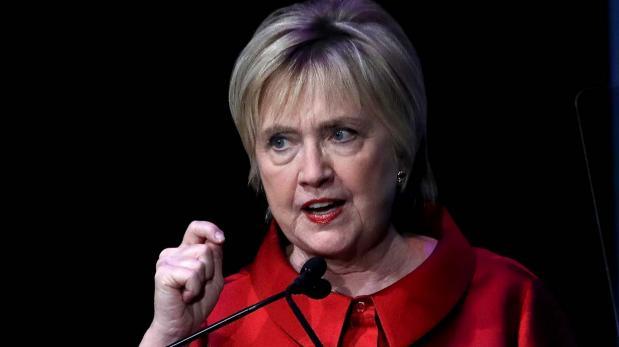El nuevo cerquillo de Hillary Clinton causa sensación en redes