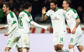 Claudio Pizarro anotó su primer gol de la temporada con Bremen