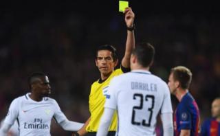 Jugadores del PSG acusaron al árbitro Aytekin de insultarlos