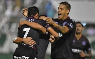 Lanús derrotó 3-1 a Chapecoense en Brasil por la Libertadores