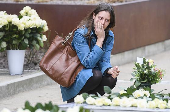 Bruselas recuerda un año de atentados a la sombra de Londres