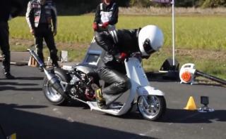 No es broma: en Japón usan scooters para hacer piques