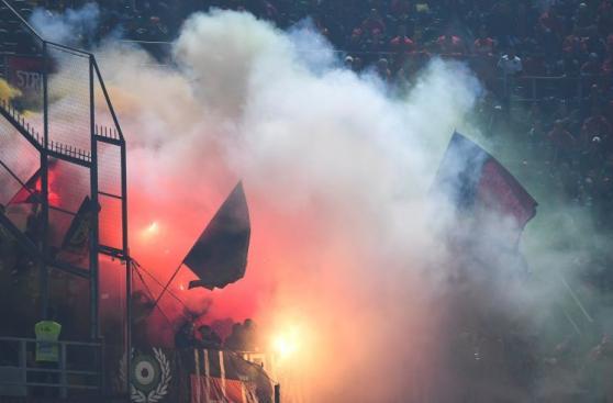 Italia-Albania vivió tenso momento por lanzamiento de bengalas