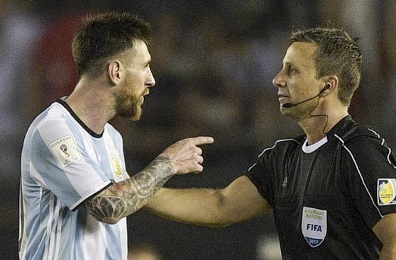 Así fue la discusión entre Messi y Emerson Augusto de Carvalho