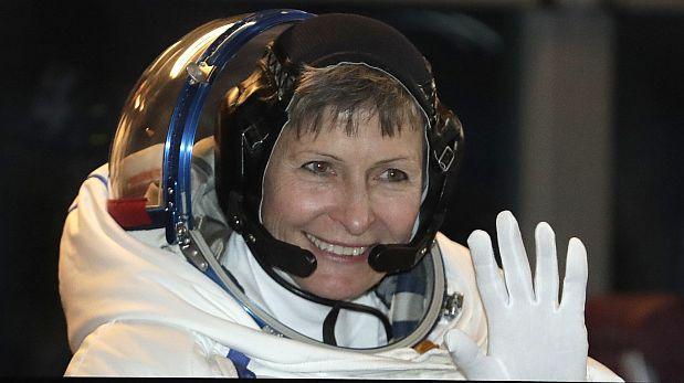 Estadounidense se vuelve la mujer con más caminatas espaciales