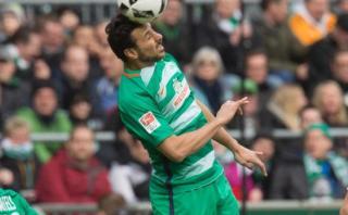 Werder Bremen goleó 5-2 al Friburgo con Pizarro unos minutos