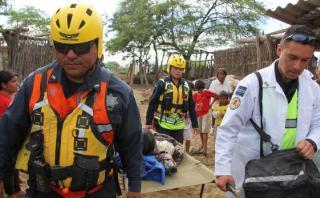 Rescatistas de México evacúan enfermos de zonas inundadas