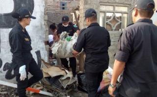 Áncash: agentes policiales recogen desechos tras lluvias