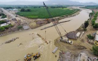 Comenzó instalación de puente que unirá Trujillo con Lima