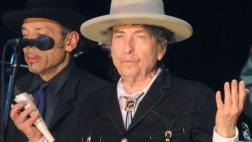 Bob Dylan por fin recibió su premio Nobel de Literatura