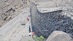 Barreras en Chosica frenaron 2 mil volquetes de rocas y lodo