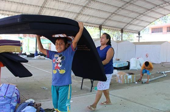 Piura: familias dejan refugios en colegios por inicio de clases