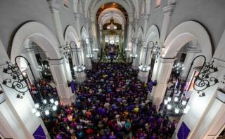 Venezuela: Chavistas y opositores se pelean en plena misa