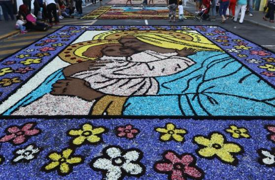 Surco realizó concurso de alfombras florales por Semana Santa