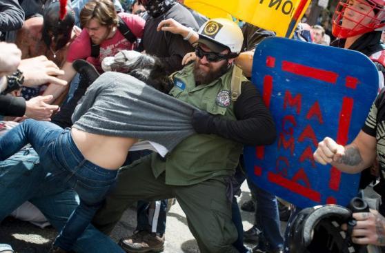 Brutal pelea entre seguidores y opositores de Trump [FOTOS]