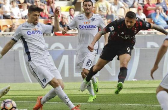 Gianluca Lapadula marcó gran gol con el Milan en la Serie A