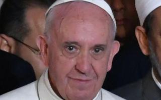 El papa llama a la paz desde iglesia blanco del Estado Islámico