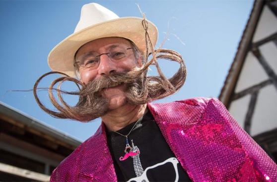 Decenas de europeos compiten en un mundial de barba y bigote