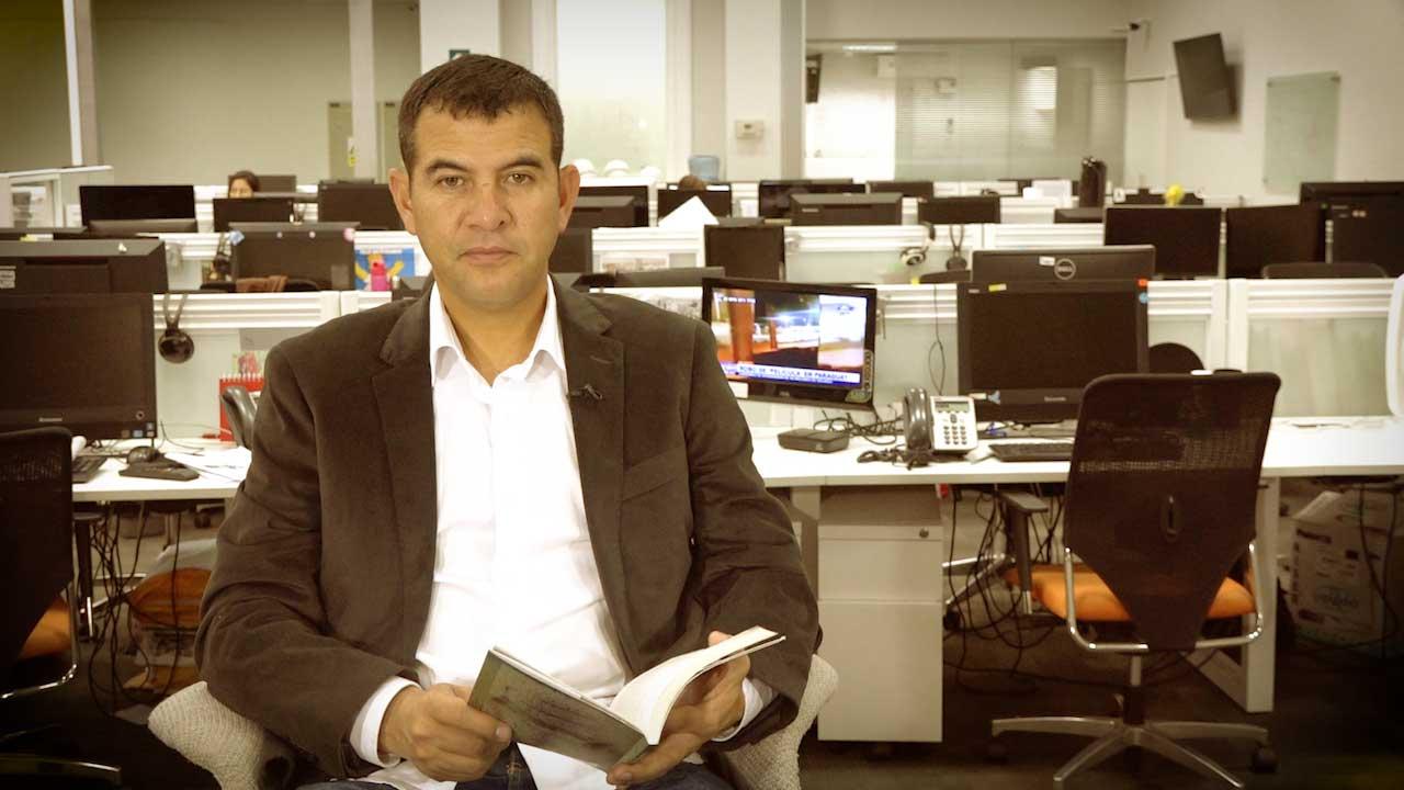 Carlos Enrique Freyre lee un fragmento de