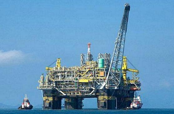 Saudíes y Rusia quieren ampliar recortes de petróleo hasta 2018