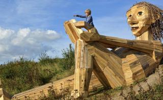 Buscar gigantes para descubrir la magia de los bosques daneses