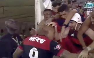 El cariño que recibió Paolo de hinchas del Flamengo [VIDEO]