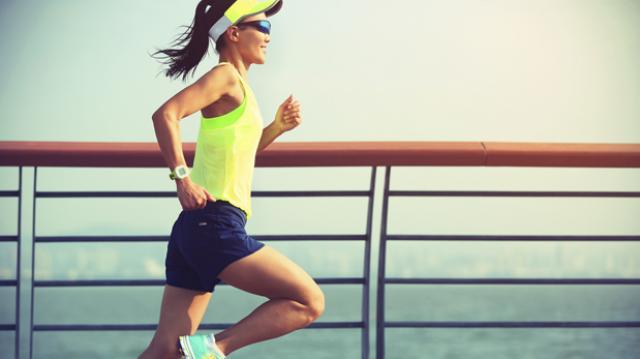 8 artículos útiles para correr de día o de noche